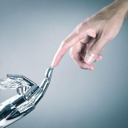 Robot ve İnsan El Ele